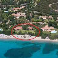 Località Cannigione Arzachena (OT). Lotto di terreno con progetto approvato per la costruzione di una villa bifamiliare