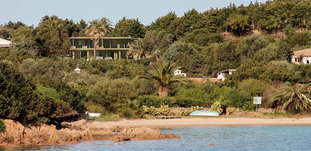 Villa in Sardegna dotata di giardino privato recintato, piscina, parcheggio privato con vista sul golfo del Pevero in Costa Smeralda